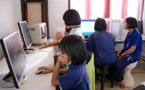 Thai kids on computers