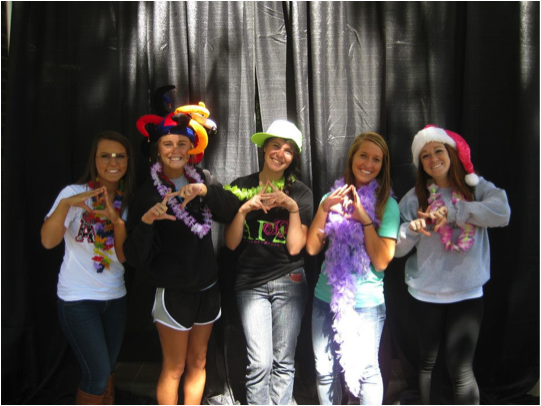 Panhellenic women enjoyed the photo booth during Panhellenic Pride Week at WKU!